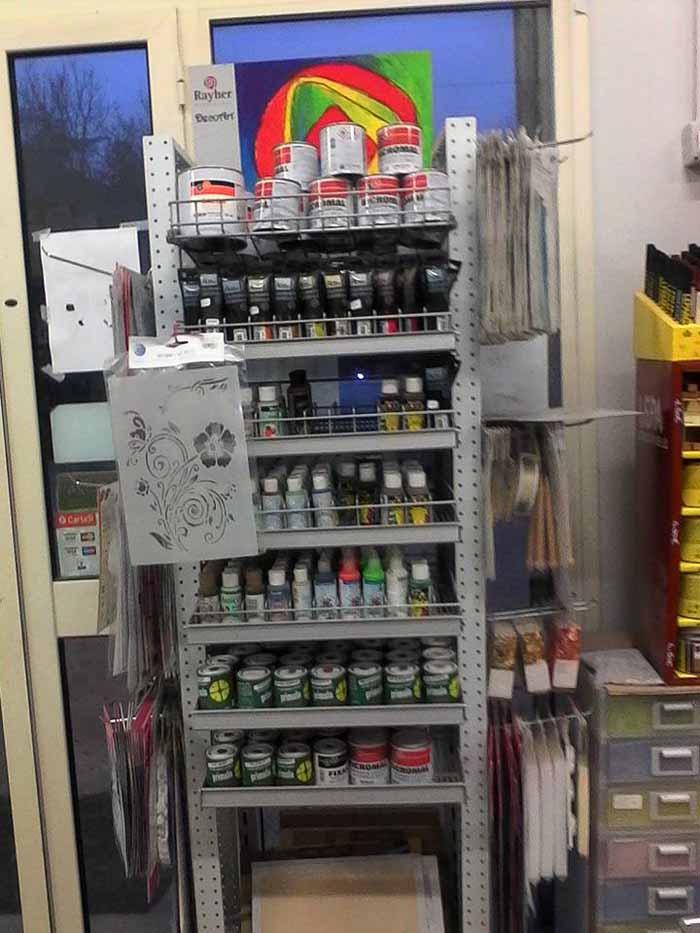 vista del negozio di ferramenta