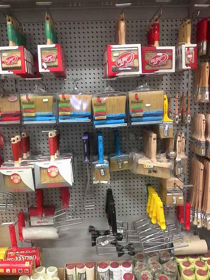 pennelli pittura dentro di negozio