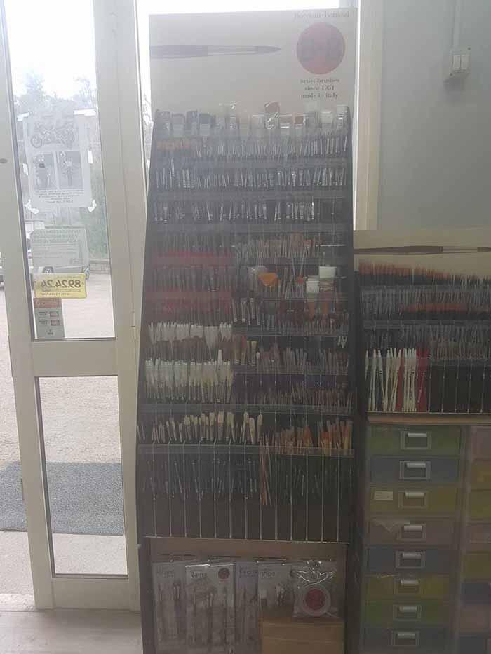 spazzole a forma di penna con cassetti