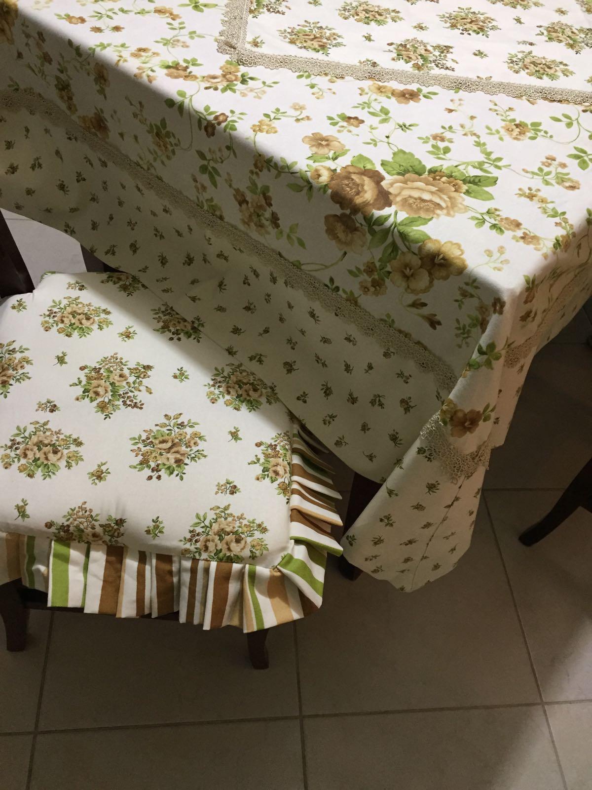tavolo e sgabello con copertina
