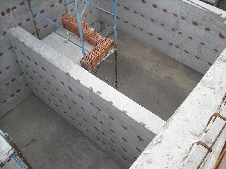 Vista dall'alto di fondamenta in cemento