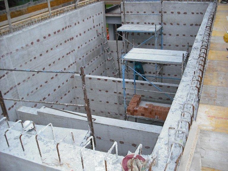 Prospettiva di fondamenta in cemento