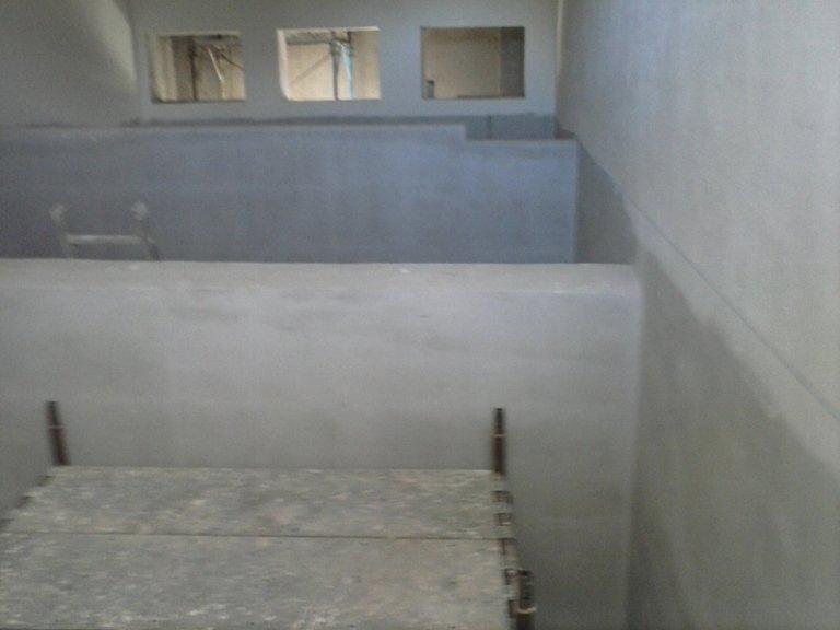 Fondale in cemento di una piscina