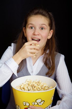 girl_with_popcorn