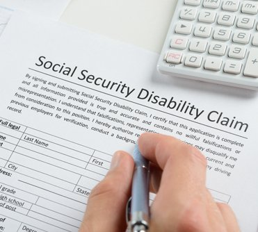 Applicant filling the social security disability claim form in Cincinnati, OH