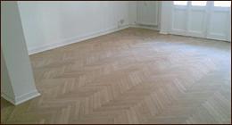 pavimento in legno per futura camera da letto