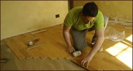 posa in opera di pavimentazione in legno