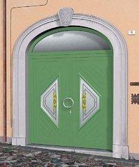 porta verde con decorazioni