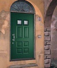 porta da esterno verde con muro rosa