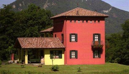 villa rossa e gialla