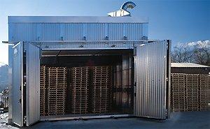 dei pallets dentro a un container