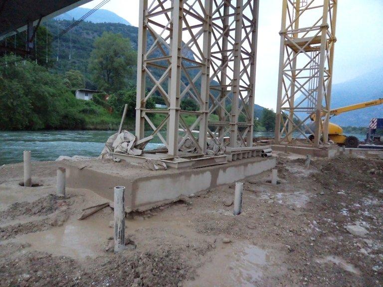 La struttura in ferro che regge un ponte