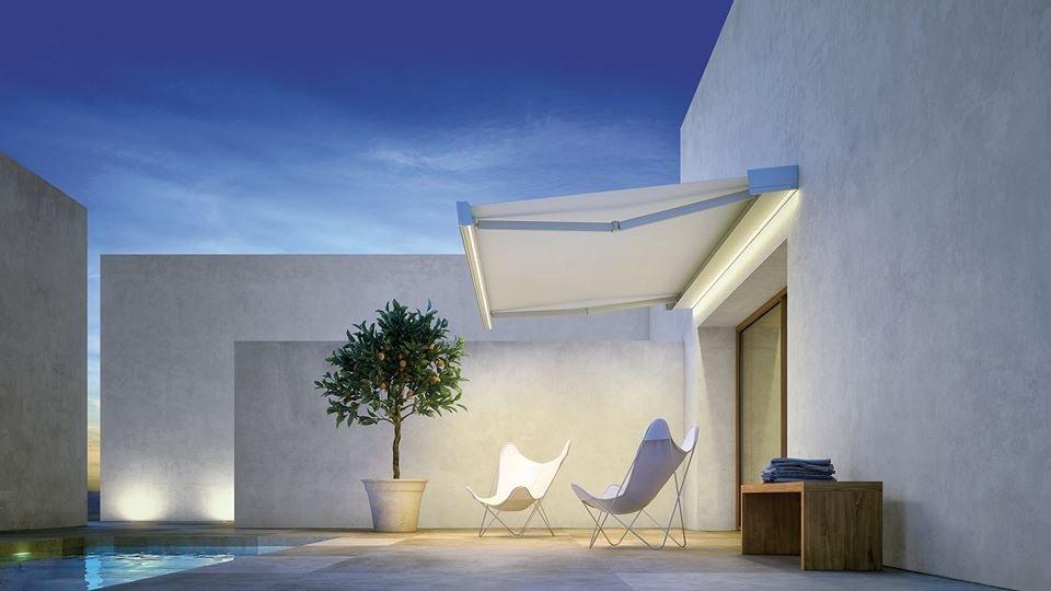 Tenda da sole bianca con veranda