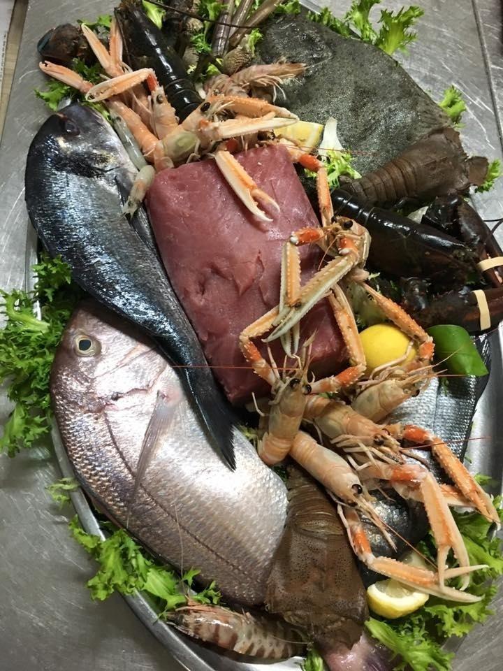 piatti con pesce fresco