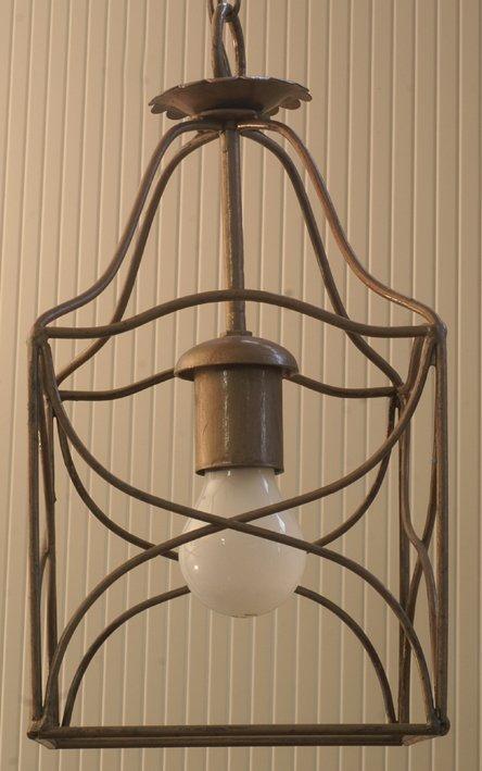 lanterna con lampadina all`interno
