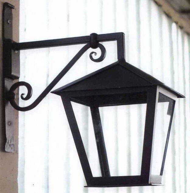 vista laterale di una lanterna