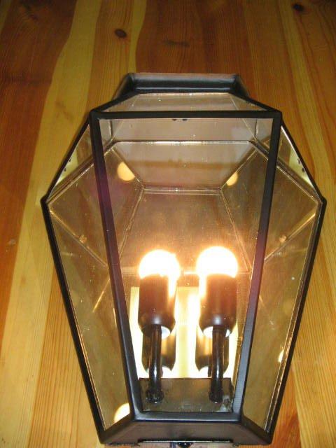 lanterna con candela accesa
