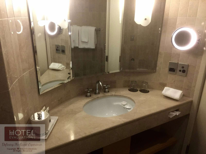 Sofitel Sydney Wentworth - Superior Room Bathroom