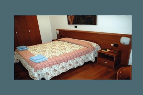 Le nostre camere sono finemente arredate in stile classico.