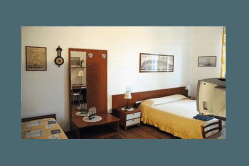 Tutte le camere hanno bagno privato, tv e asciugacapelli.