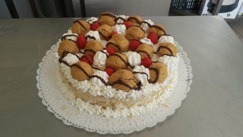 una torta sant honore