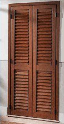 una persiana in legno