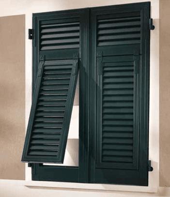 una persiana di color verde