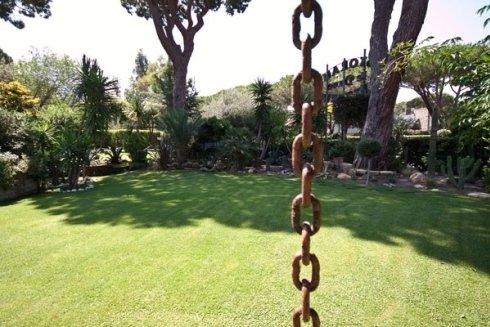 ampio giardino estivo