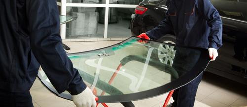 Two mechanics carrying a windshield for glass instalation in Waynesboro