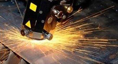 opera di carpenteria su lastra in metallo
