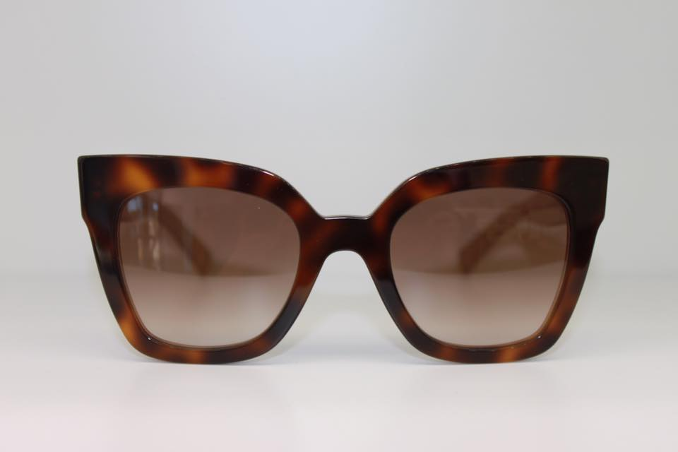 occhiale con forma spigoplosa