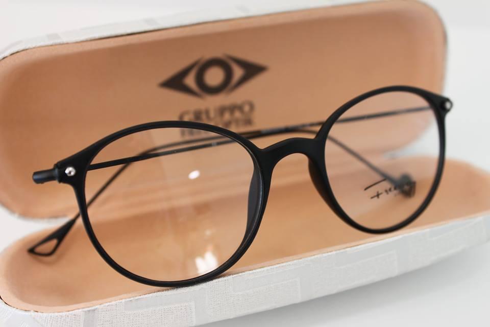 occhiali da vista nella custodiua