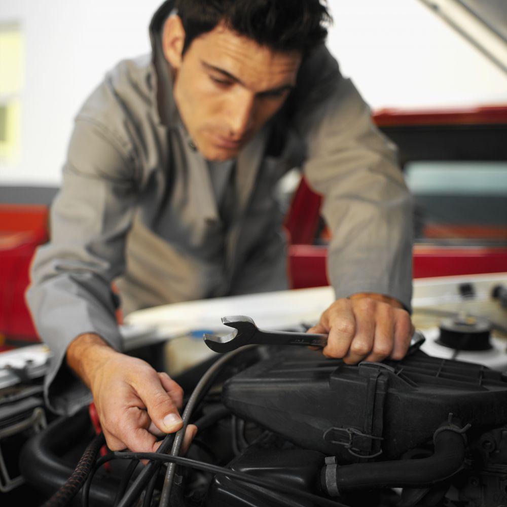 Mechanic working on expert brake service in Covington, KY