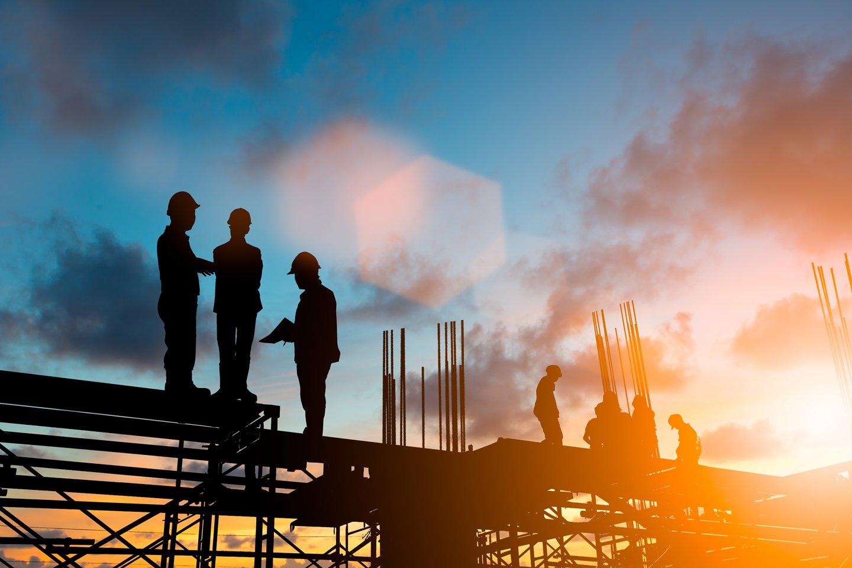 uomini al lavoro in un cantiere