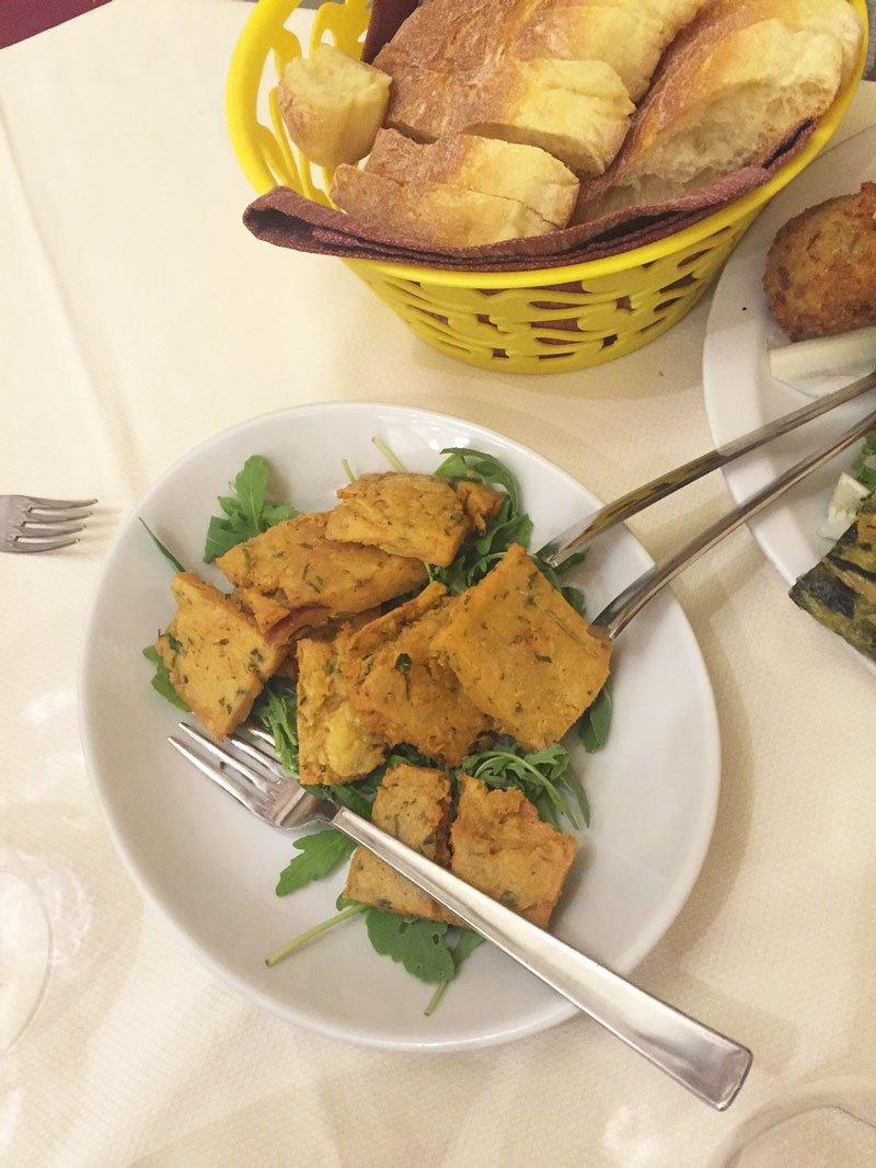 Piatto nella cucina del Trinacria Enna