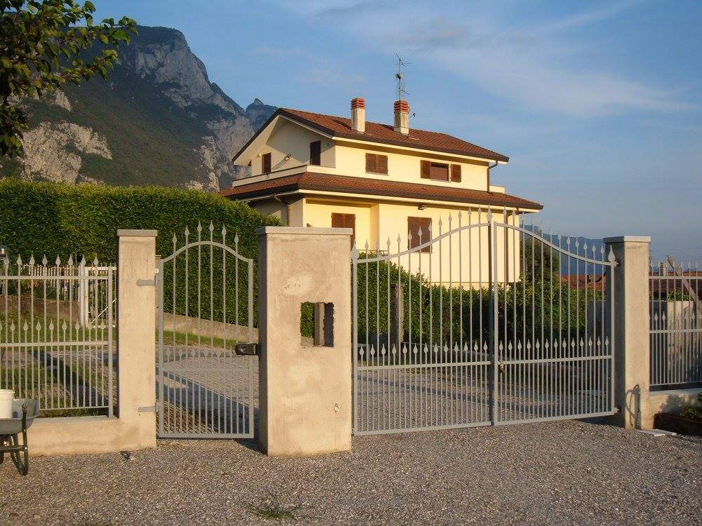 Metal gate in Lecco