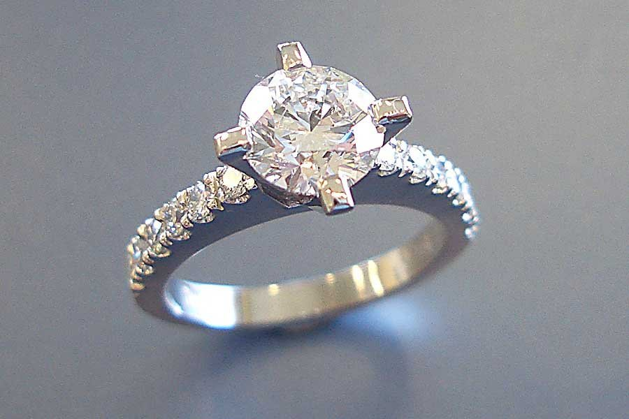 claw setting diamond ring