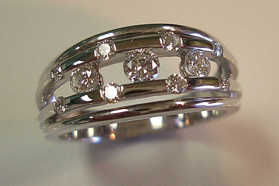 ring with circular diamonds