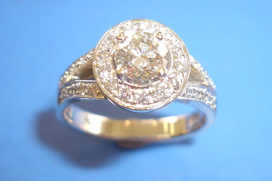 circular diamond and diamond band