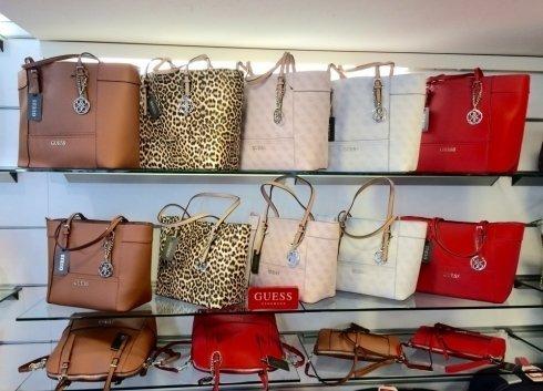 tante borse colorate in vendita