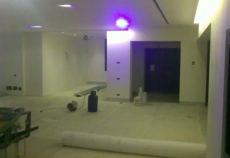 stanza con luci