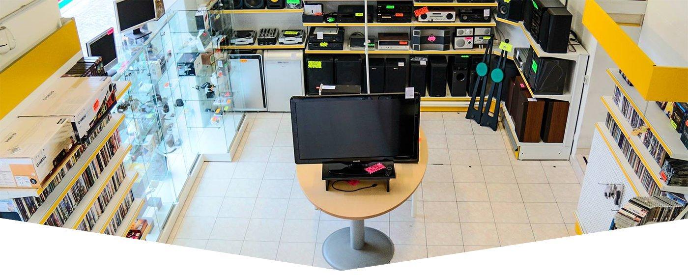 interno del negozio con prodotti usati