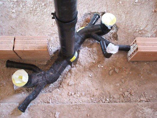 tubi idraulici che si inseriscono nel pavimento