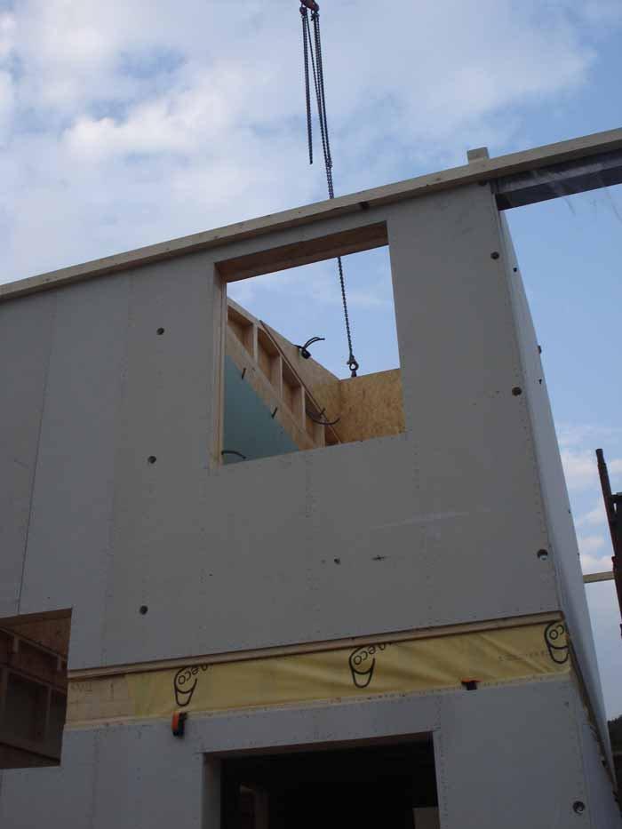 vista angolare di una costruzione casa in legno