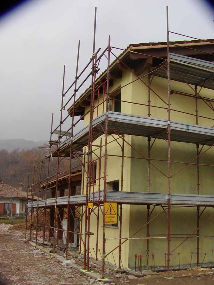 vista angolare di una costruzione di casa