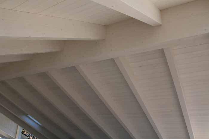 soffito in legno bianco