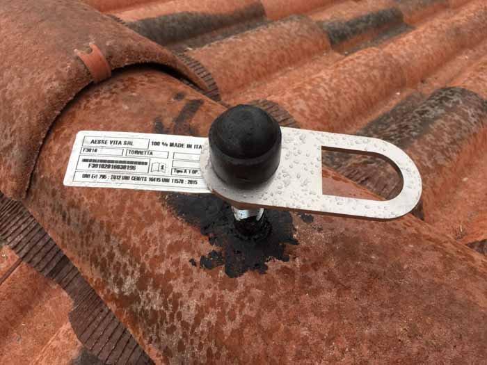 installazione impianti sul tetto con tubo sopra