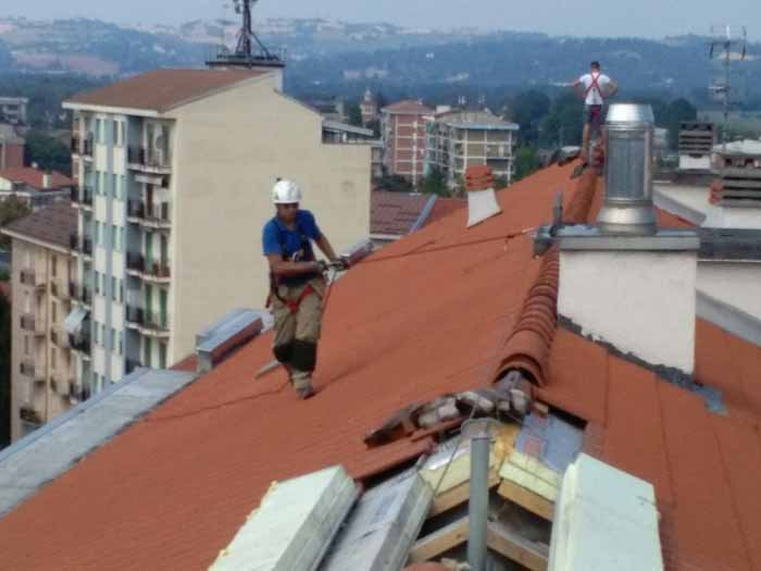 vista di carta catramata su un tetto