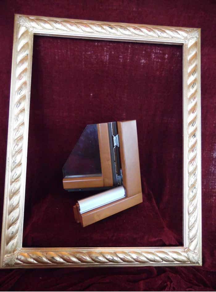 cornice di un quadro con serramento in legno