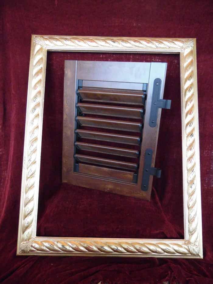cornice con serramento in legno